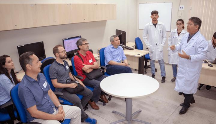 Professores da Universidade de Granada visitam LAIS e apresentam projetos sobre tecnologias assistivas