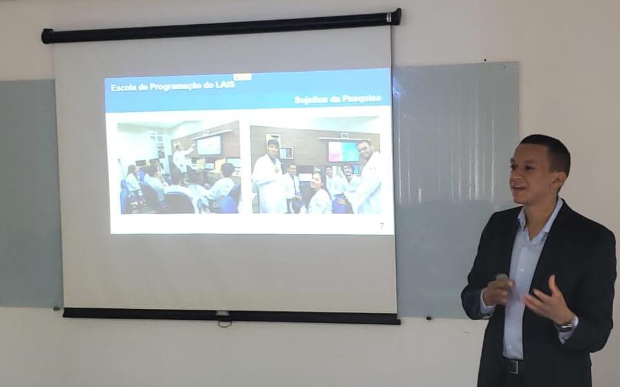 Pesquisador do LAIS apresenta dissertação sobre aprendizagem em programação